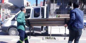 Viranşehir'de banklar kaldırıldı