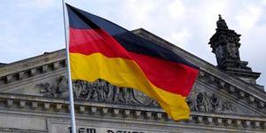 Corona virüsten etkilenen Almanya 750 milyar euroluk ekonomik paket açıkladı