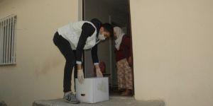 Çınar'da Umut Kervanı Vakfı ve Yetimler Vakfından 65 yaş üstü vatandaşlara yardım