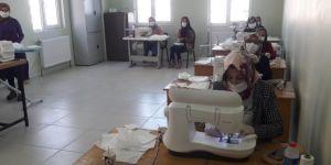Midyat Halk Eğitim Merkezi'nde maske üretimine başlandı