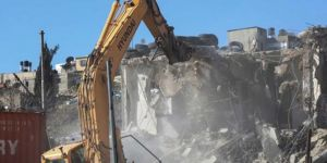 Zionist occupation gangs demolish Palestinian house in the West Bank