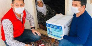 Vefa Sosyal Destek Grubu gıda ve temizlik paketi dağıtmaya başladı