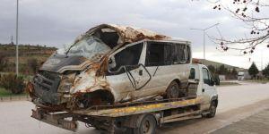 Gaziantep'te işçileri taşıyan minibüs kaza yaptı: 6 yaralı