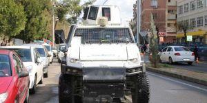 """Diyarbakır'da polis araçlarından Türkçe ve Kürtçe """"evde kal"""" çağrısı yapıldı"""