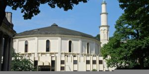 Belçika'nın başkenti Brüksel'de ezan ilk defa minareden okundu