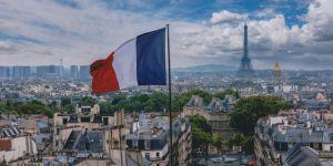Fransa'da askerin yüzüne öksüren doktora 2 yıl hapis cezası verildi