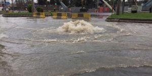 Diyarbakır'ın alt yapı yetersizliği sağanak yağmuru kaldırmıyor
