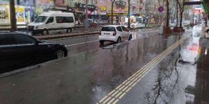 """Diyarbakır halkı yağmur nedeniyle """"Evde kal"""" dı"""