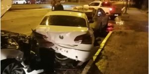 Tatvan'da maddi hasarlı zincirleme trafik kazası