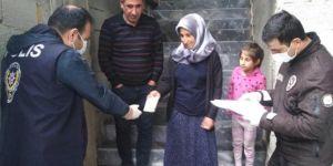 Şanlıurfa'da sosyal yardımlar evlerde teslim edilmeye başlandı