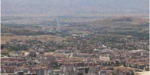 Elazığ'da Coronavirus salgını nedeniyle bazı caddeler araç trafiğine kapatıldı
