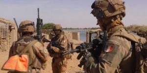 Fransa'da 600 askerin Covid-19 testi pozitif çıktı