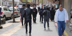 Diyarbakırlılar güneşli havada 'Evde Kal'madı