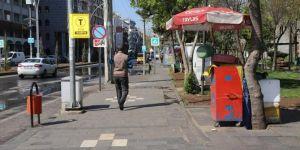 Covid-19 tedbirleri kapsamında Diyarbakır'da seyyar çay satan tezgâhlar kapatıldı