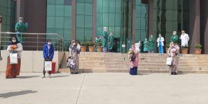 Diyarbakır'da Coronavirus'ten şifa bulan çocuklara tablet ve bebek çantası hediye edildi