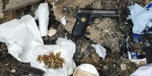 Nusaybin'de menfeze bırakılan valizden silah ve mühimmat çıktı