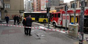 İstanbul'da raydan çıkan tramvay İETT otobüsüne çarptı