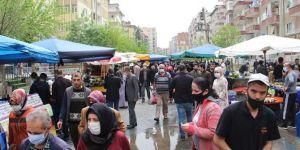 Diyarbakır'da sokağa çıkma yasağı öncesi pazarlarda yoğunluk yaşandı