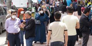 Sokağa çıkma yasağı sonrası PTT önleri ve çarşıda manzara değişmiyor
