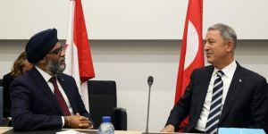Bakan Akar, Kanada mevkidaşı Sajjan İle telefonda görüştü