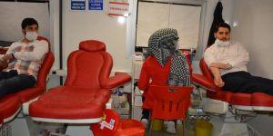 HÜDA PAR Batman İl Teşkilatı Kızılay'a kan bağışında bulundu