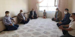 HÜDA PAR Mardin İl Başkanı Çevik, polisin tartakladığı çocuğun ailesini ziyaret etti