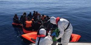 Yunan askerlerinin ölüme terk ettiği 30 göçmen kurtarıldı