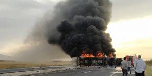 Mardin-Şırnak karayolunda patates ve soğan yüklü TIR alev alev yandı