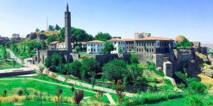 Îro 1381emîn salvegera fetihkirina Diyarbekirê ye
