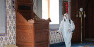 Bingöl Belediyesi yeniden ibadete açılacak camileri dezenfekte ediyor