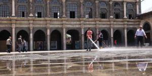 Diyarbakır'da Cuma namazı öncesi camiler dezenfekte edildi