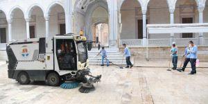 Adana'da Cami ve açık alanlar Cuma namazı için hazır