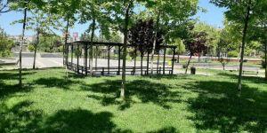 Diyarbakır Bağlar Belediyesi parkları dezenfekte etti