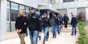 İzmir'de 27 adrese FETÖ operasyonu