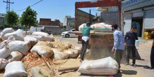 Siverek'te saman yüklü kamyonun devrilmesi güvenlik kameralarına yansıdı