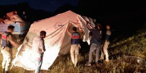 Malatya'da depremzedeler için çadırlar kuruldu