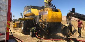 Nusaybin'e hasat yapan biçerdöver yandı