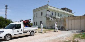 Hilvan'da karantinaya alınan mahalleler dezenfekte edildi