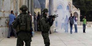 Siyonist işgalciler, Mescid-i Aksa'da 5'i kadın 6 Filistinliyi alıkoydu