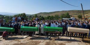 Bursa'daki selde hayatını kaybeden aynı aileden 4 kişi Bingöl'de defnedildi
