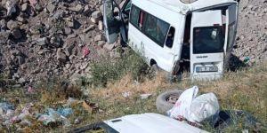 Van-Erciş Karayolu'nda yolcu minibüsü şarampole yuvarlandı: 14 yaralı
