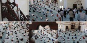 Şanlıurfa'da sosyal mesafeli bir Cuma namazı daha kılındı