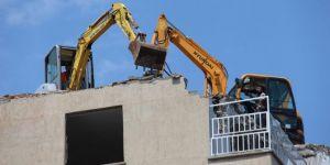 Diyarbakır Huzurevleri'nde riskli binanın yıkımına başlandı