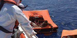Ege sularında ölüme terk edilen 57 düzensiz göçmen son anda kurtarıldı