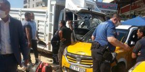 Diyarbakır Çarıklı'da freni boşalan kamyonet 6 araca çarptı
