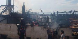 Battalgazi'de çatıda çıkan yangın korkuttu