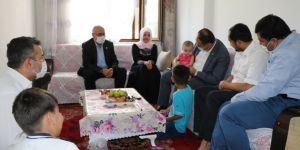 HÜDA PAR İstanbul İl Başkanı Elibüyük, Doğu Türkistanlı mağdur aileyi ziyaret etti