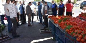 Diyarbakır semt pazarlarında fiyat ve Covid-19 denetimi yapıldı