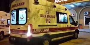 İnegöl'de otomobil elektrik direğine çarptı: 3 ölü