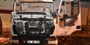 Bağlar Belediyesinin temizlik aracı yüzü maskeli kişilerce yakıldı